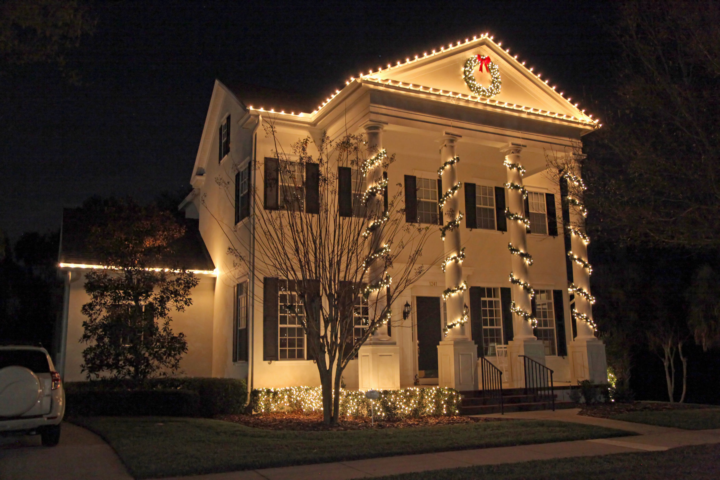 40282427 - a colonial house with a lot of christmas lights